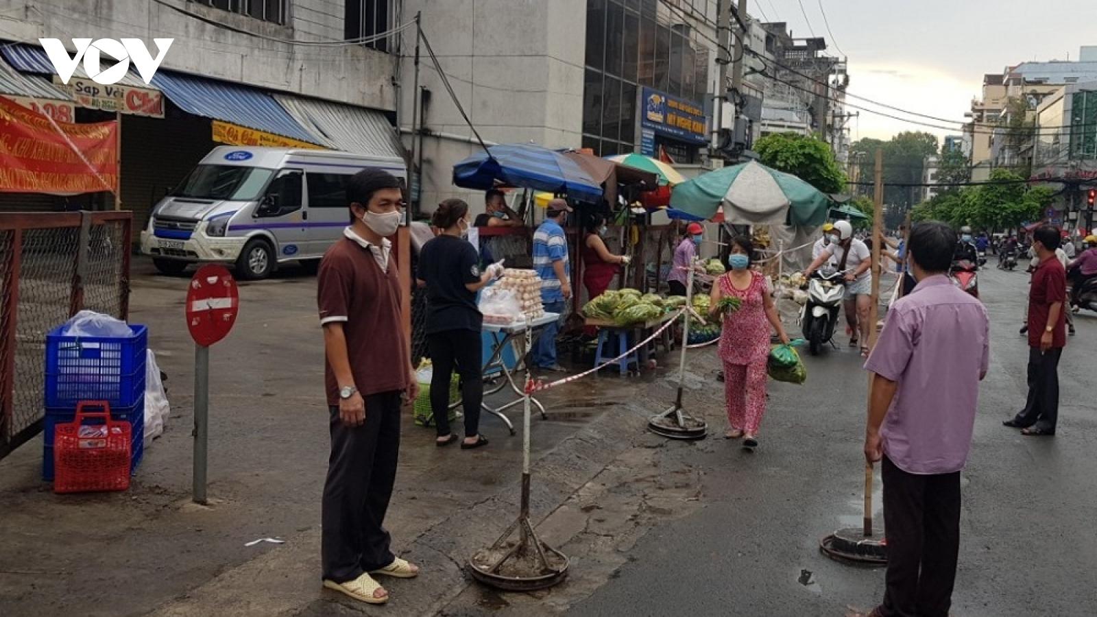 Thêm nhiều chợ truyền thống ở TP.HCM hoạt động trở lại
