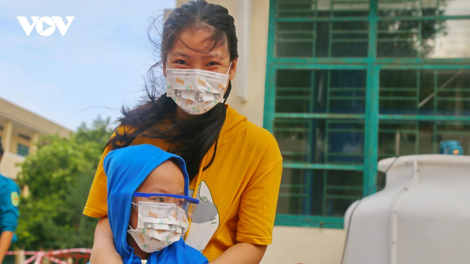 Niềm vui của người dân Quảng Nam về từ TP.HCM hoàn thành cách ly tập trung