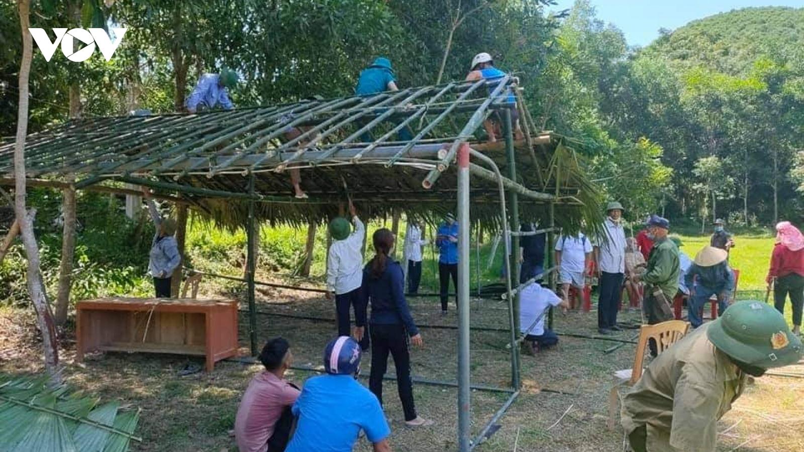 Người dân chung tay làm lán dã chiến, đón công dân từ các tỉnh phía Nam về quê nhà