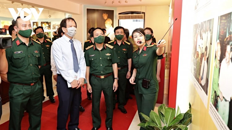 Exhibition commemorates 110th birth anniversary of General Vo Nguyen Giap