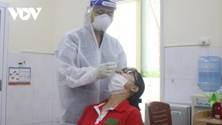 Hanoi conducts second phase of mass testing targeting high-risk groups