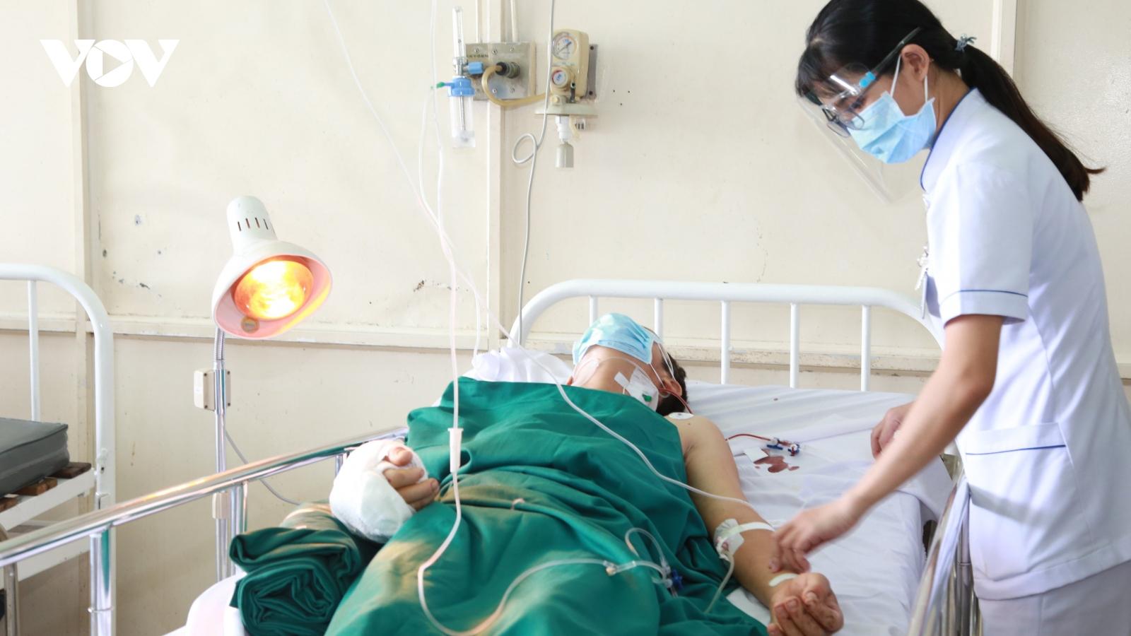 Nạn nhân bị chém lìa tay ở Bình Dương được phẫu thuật thành công