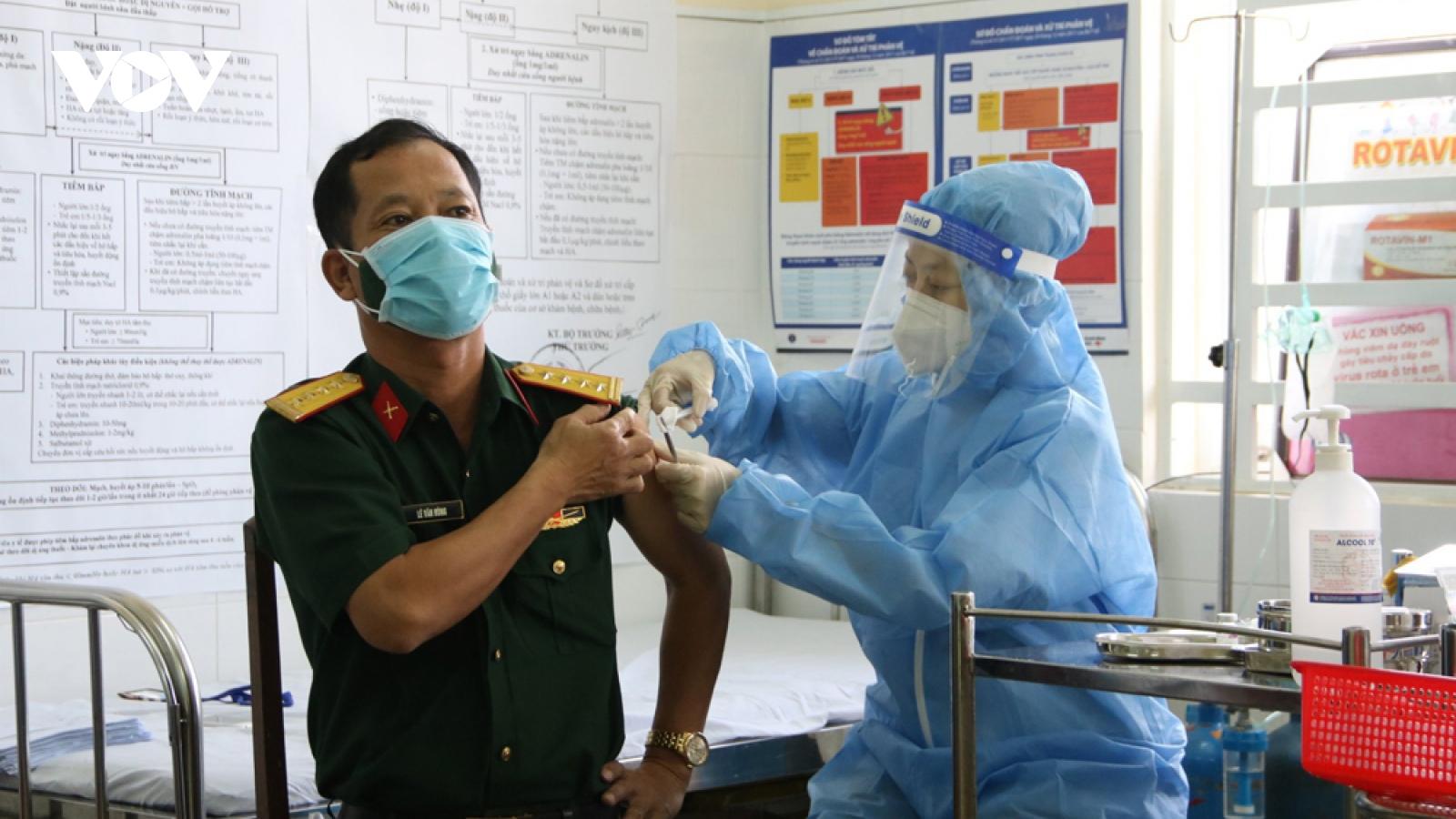 """Bình Dương tăng tốc thu hẹp """"vùng đỏ"""" dịch bệnh, đẩy nhanh tiêm vaccine COVID-19"""