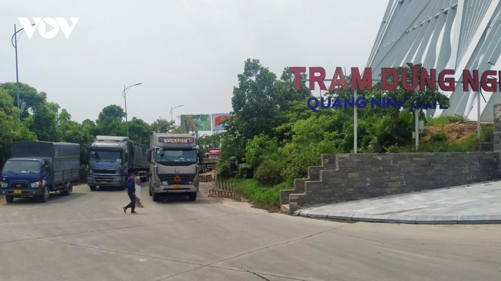Kiểm soát chặt dịch bệnh những vẫn đảm bảo lưu thông hàng hóa ra - vào Quảng Ninh