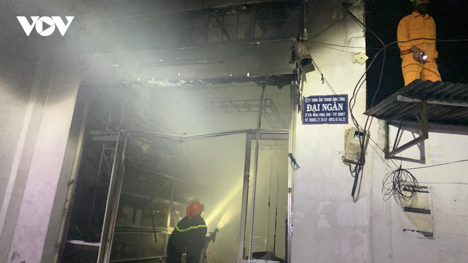 Đắk Lắk kịp thời dập vụ cháy cửa hàng thiết bị âm thanh trong đêm