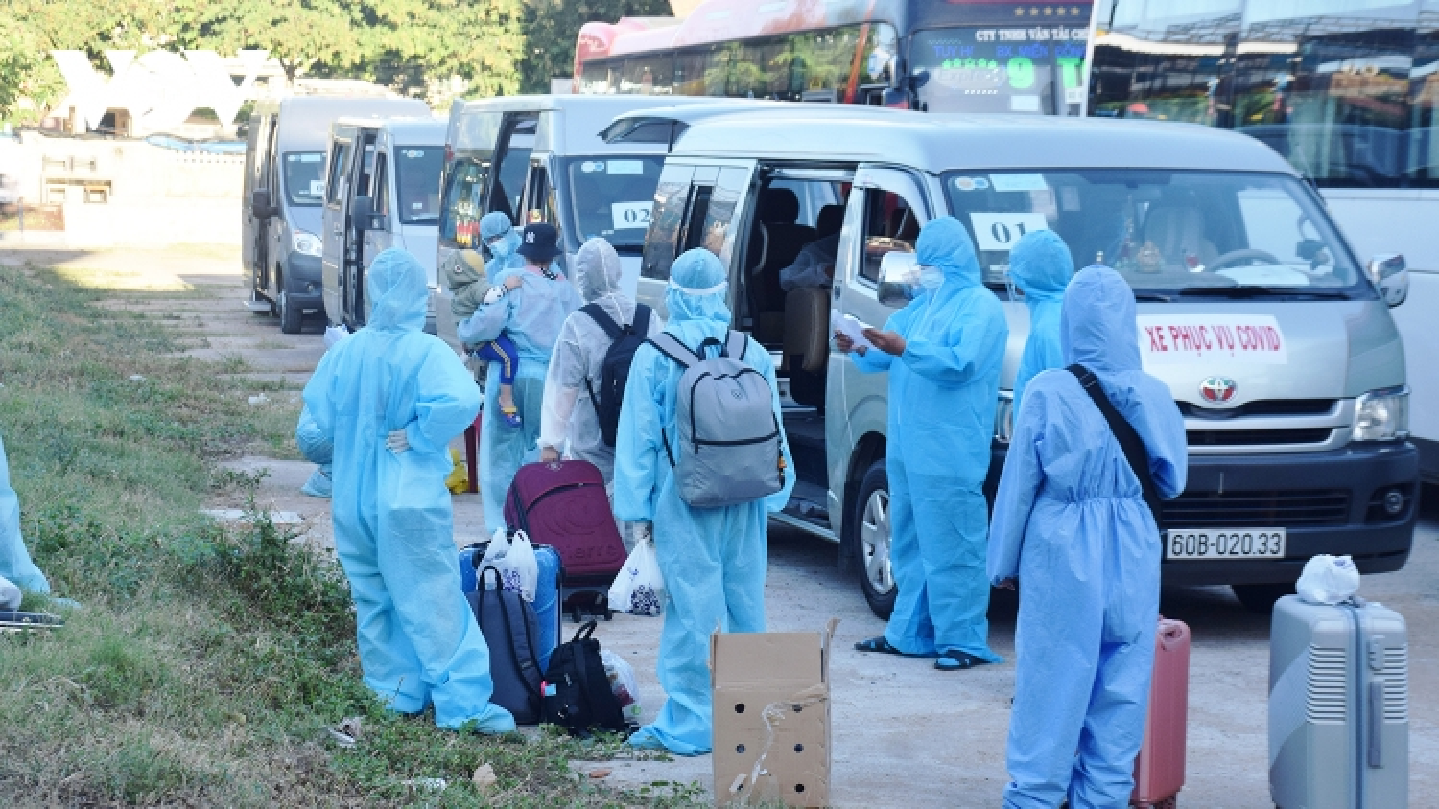 Những chuyến xe nghĩa tình đưa người dân Phú Yên từ TP.HCM về quê