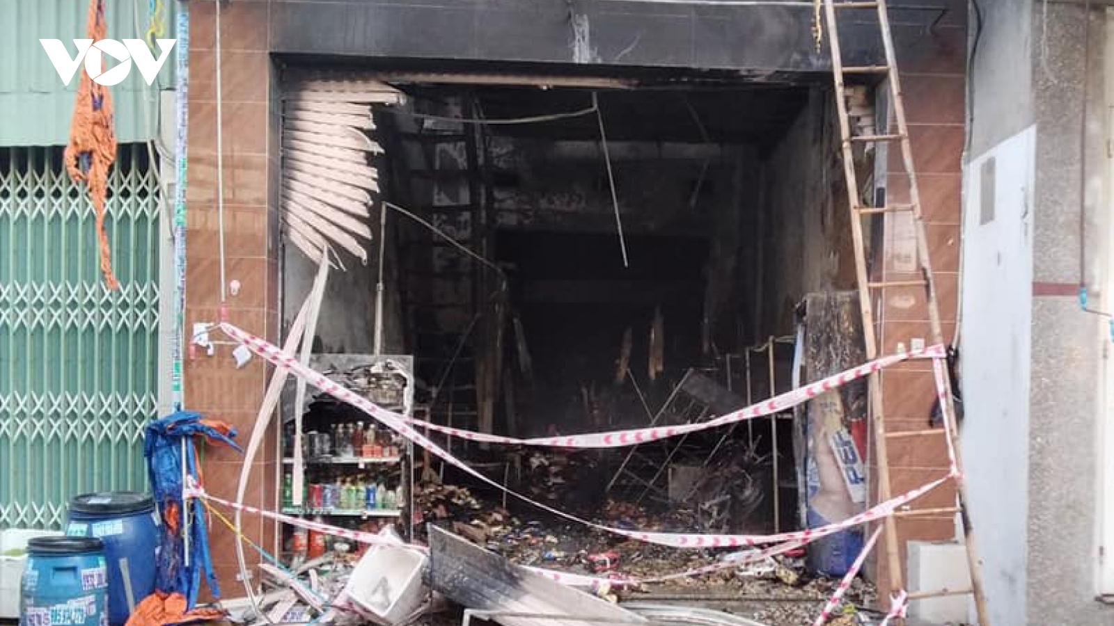 Đã có 5 nguời chết trong vụ cháy cửa hàng tạp hóa ở Bình Dương