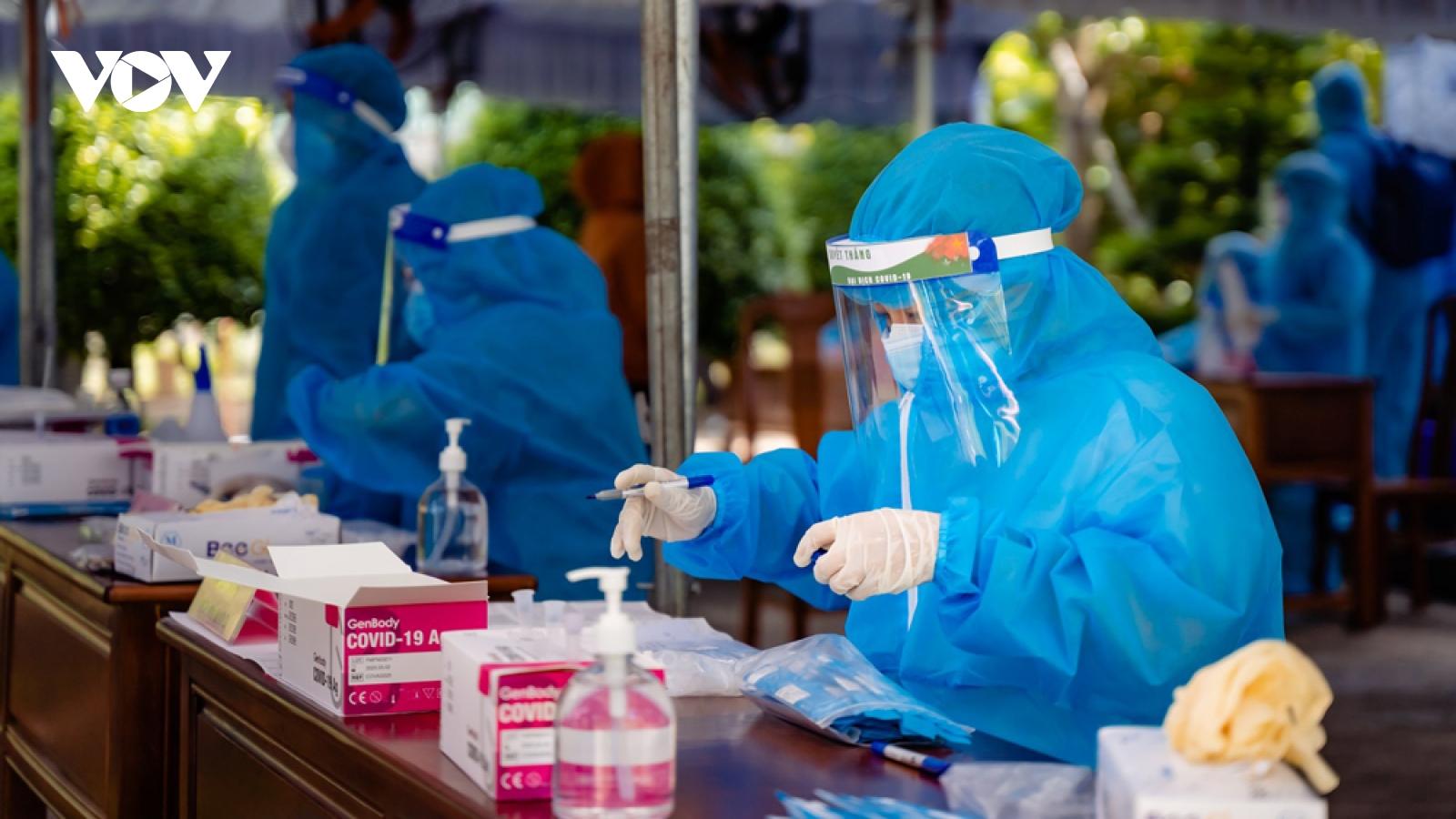Hơn 16.000 ca mắc Covid-19, Bình Dương kêu gọi y, bác sĩ nghỉ hưu cùng chống dịch Covid-19