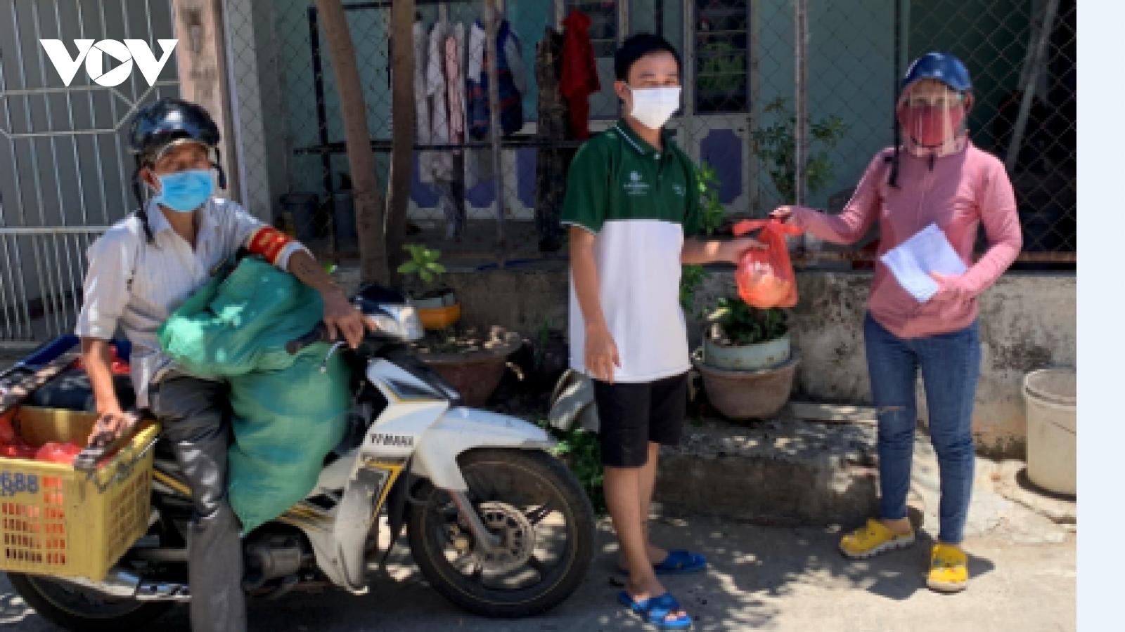 Đà Nẵng hỗ trợ gia đình tổ trưởng tổ dân phố bị tai nạn khi đi nhận thực phẩm giúp dân