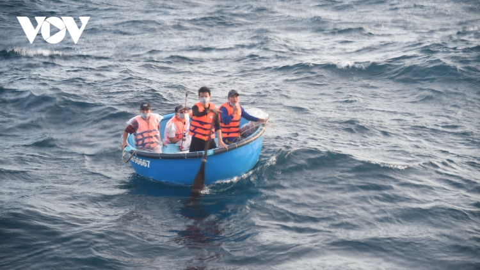 Tàu KN468 kịp thời cứu 4 ngư dân tàu cá PY 94477 TS gặp nạn