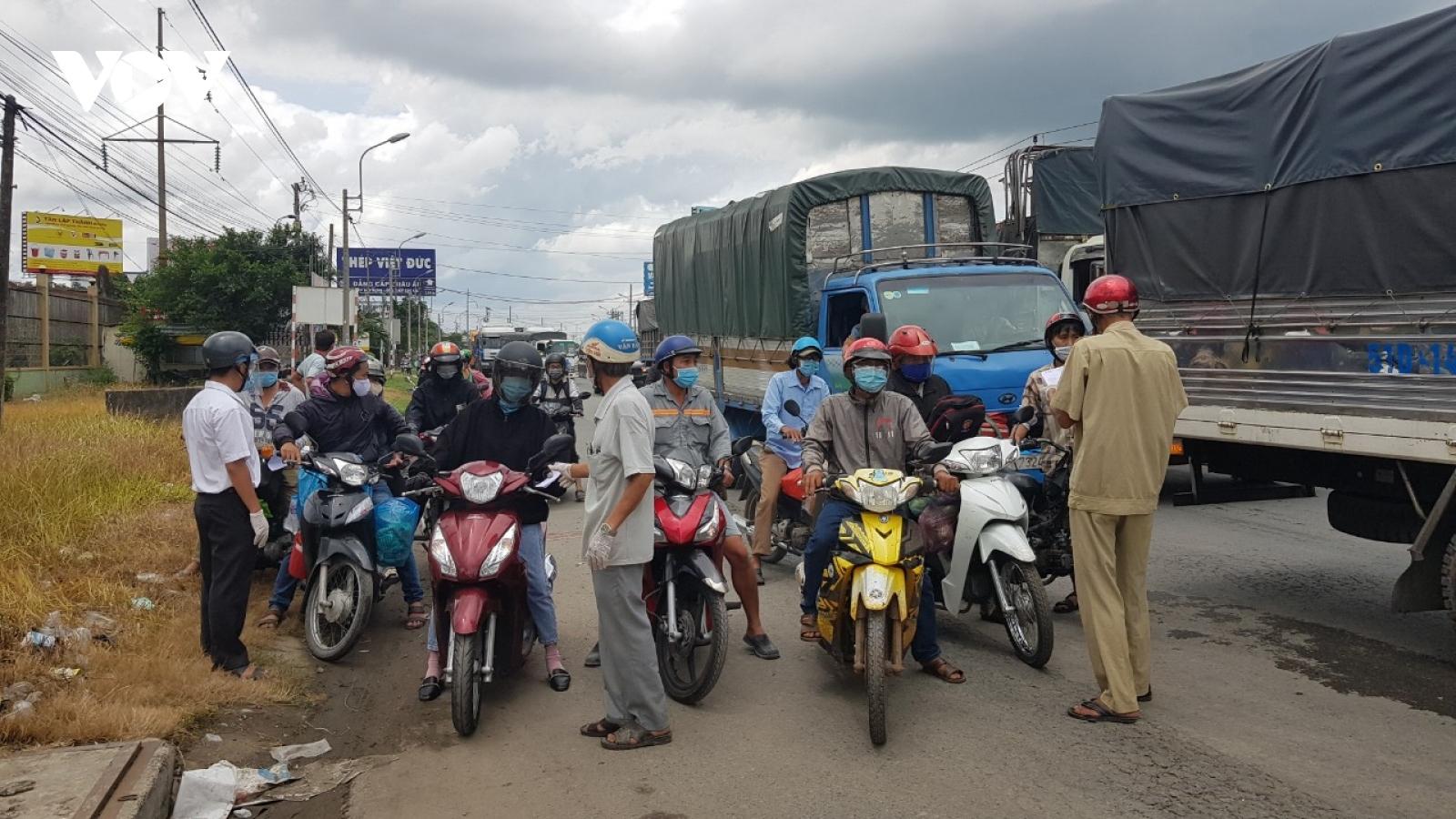Long An tổ chức đưa hơn 170 người dân từ TP.HCM về địa phương