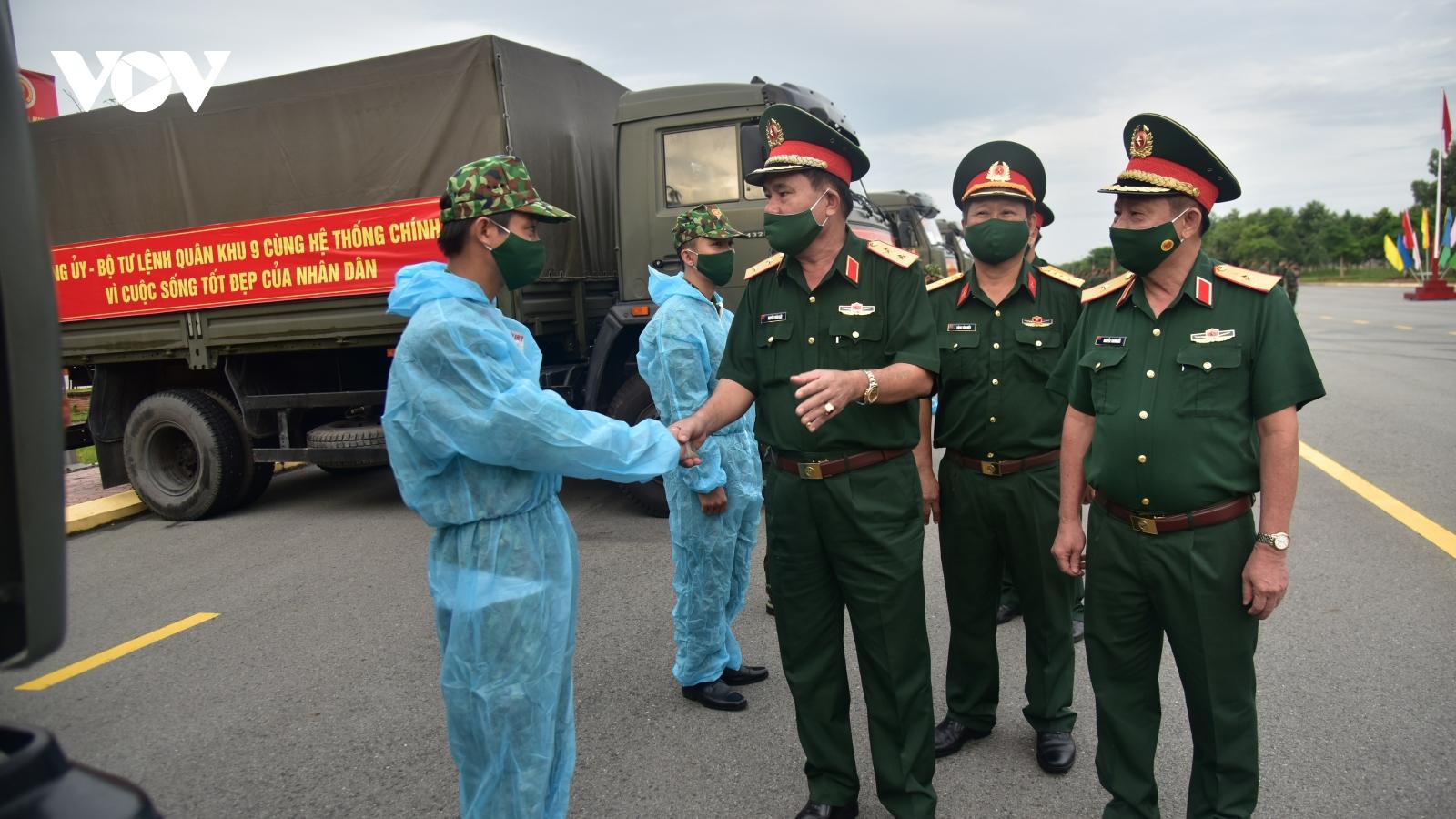 Quân khu 9 vận chuyển 50 tấn nông sản, thực phẩm tặng TP.HCM