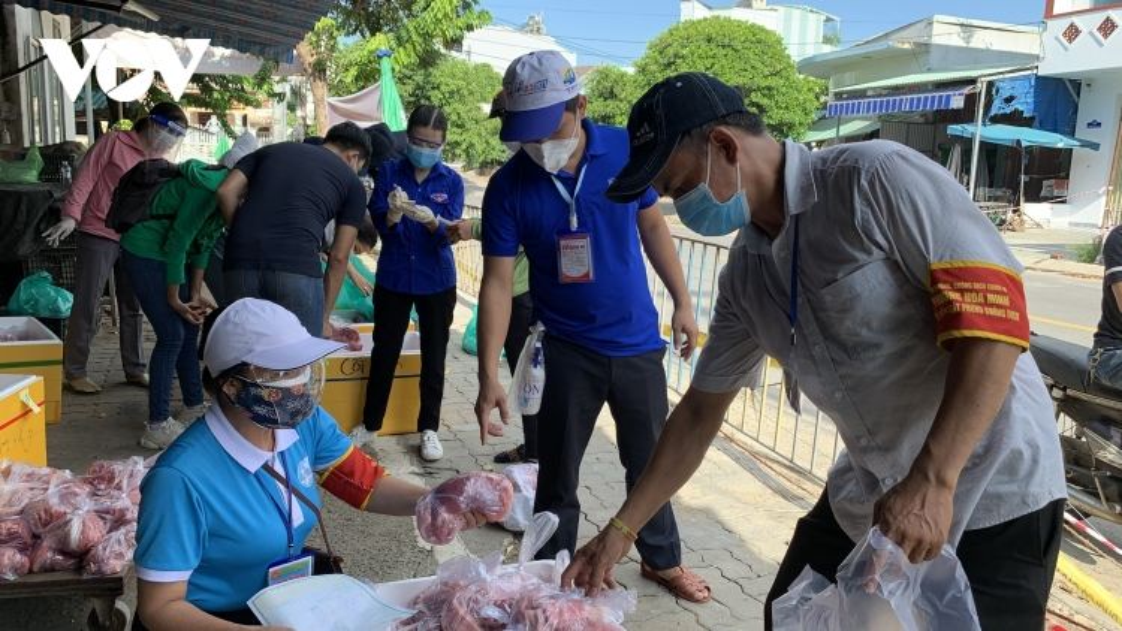 Nhiều địa phương tại Đà Nẵng mở chợ tạm cung ứng thực phẩm cho dân