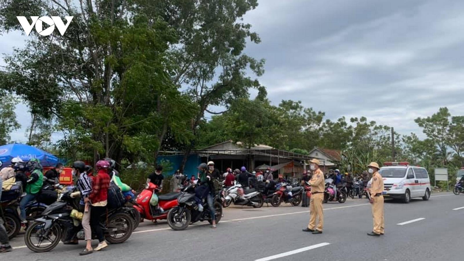 Hai vợ chồng đi xe máy từ Bình Dương về Quảng Trị có kết quả dương tính SARS-CoV-2