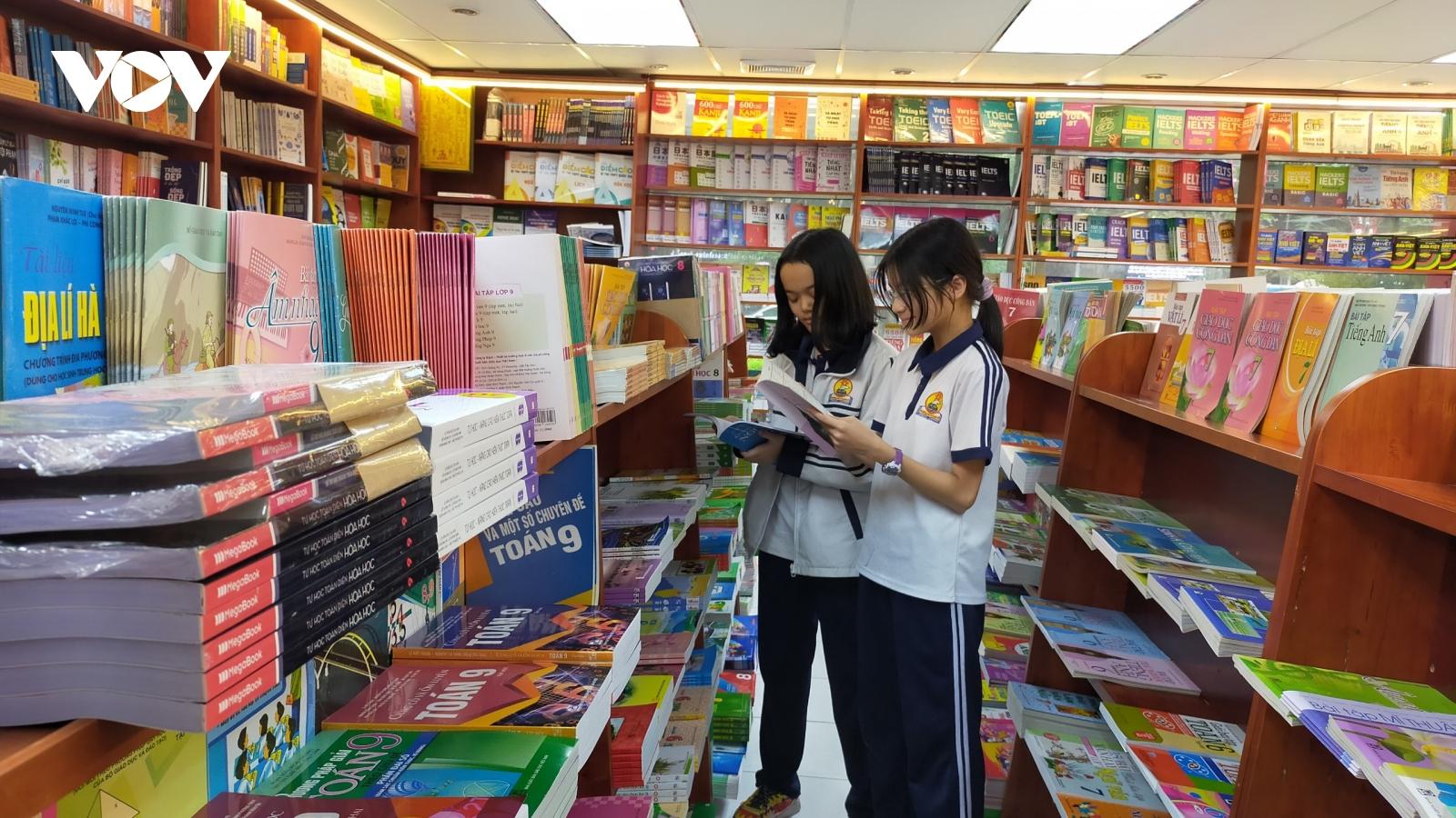 Không tăng giá SGK từ lớp 3 đến lớp 12 trong năm học mới