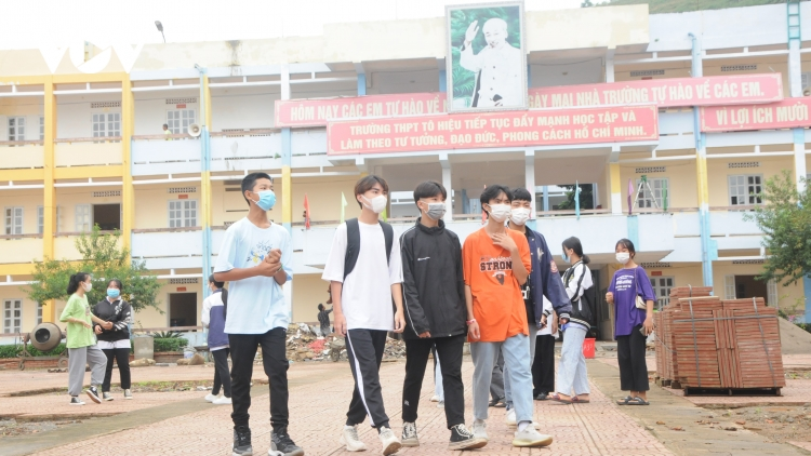 Hơn 300.000 học sinh tỉnh Sơn La hôm nay tựu trường