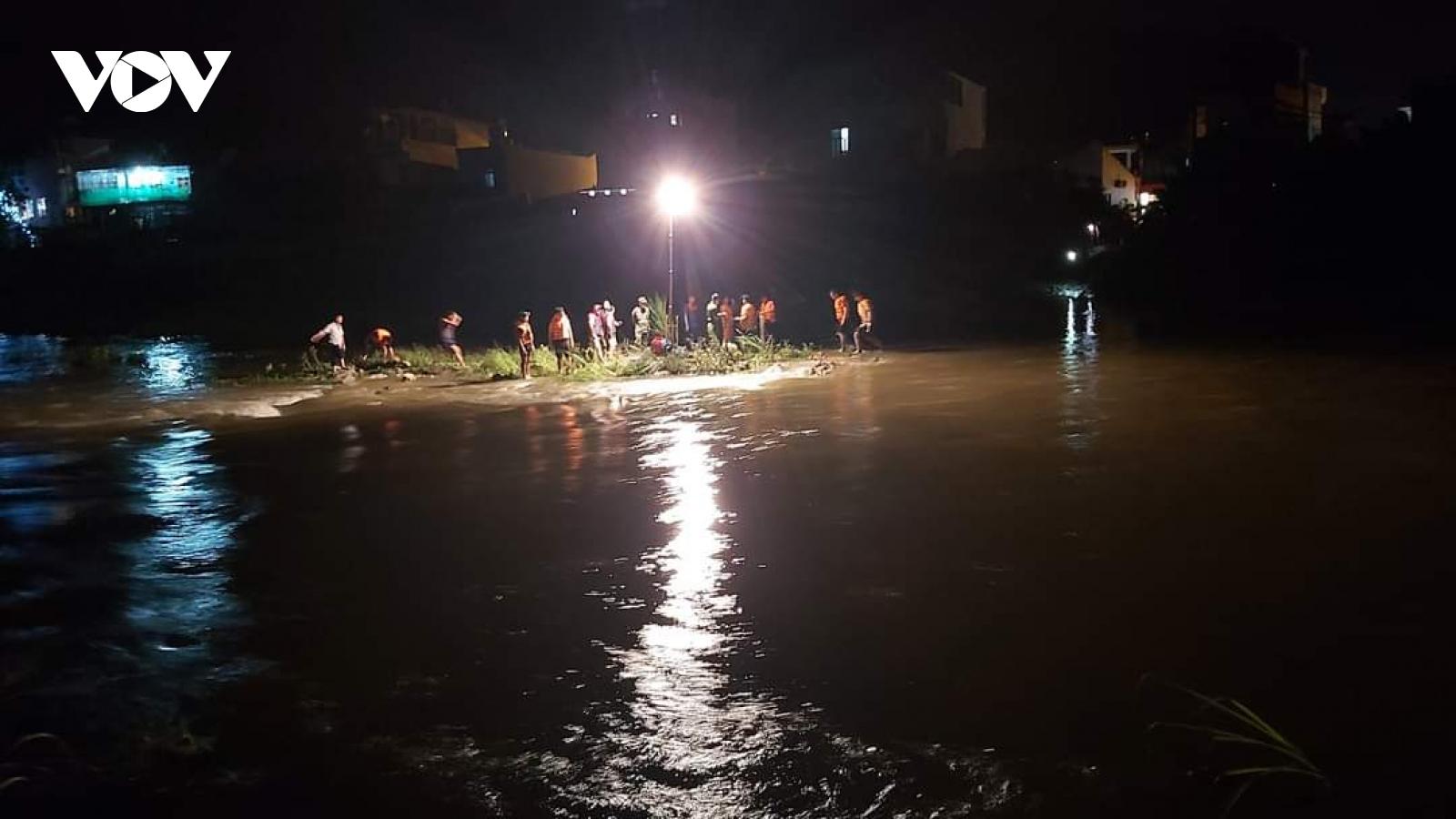Tìm thấy thi thể học sinh bị cuốn trôi trên Sông Cầu