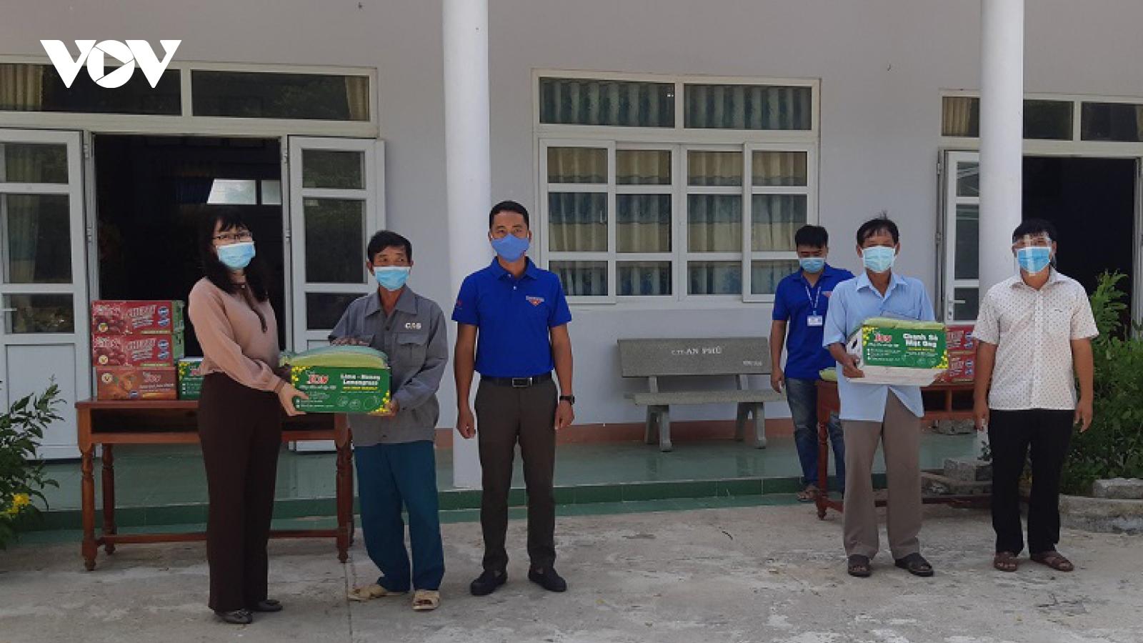 VOV trao quà cho cựu chiến binh, chốt phòng dịch Covid-19 ở Ninh Thuận