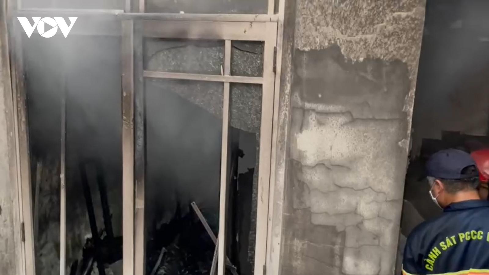 Video: Dập tắt vụ cháy lớn ở tầng 4 của toà nhà tại Đà Nẵng