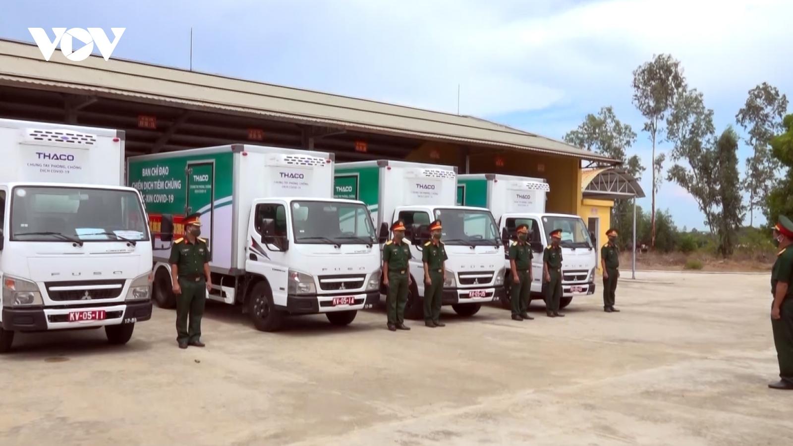 Quân khu 5 vận chuyển vaccine đến các tỉnh miền Trung - Tây Nguyên