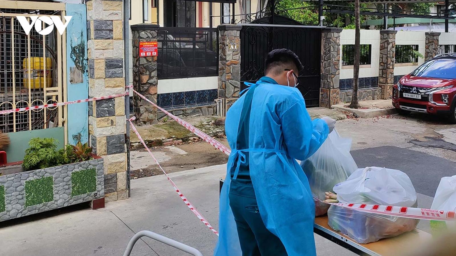 """TP.HCM phân công các tổ hậu cần """"đi chợ hộ"""" người dân từ ngày 23/8"""