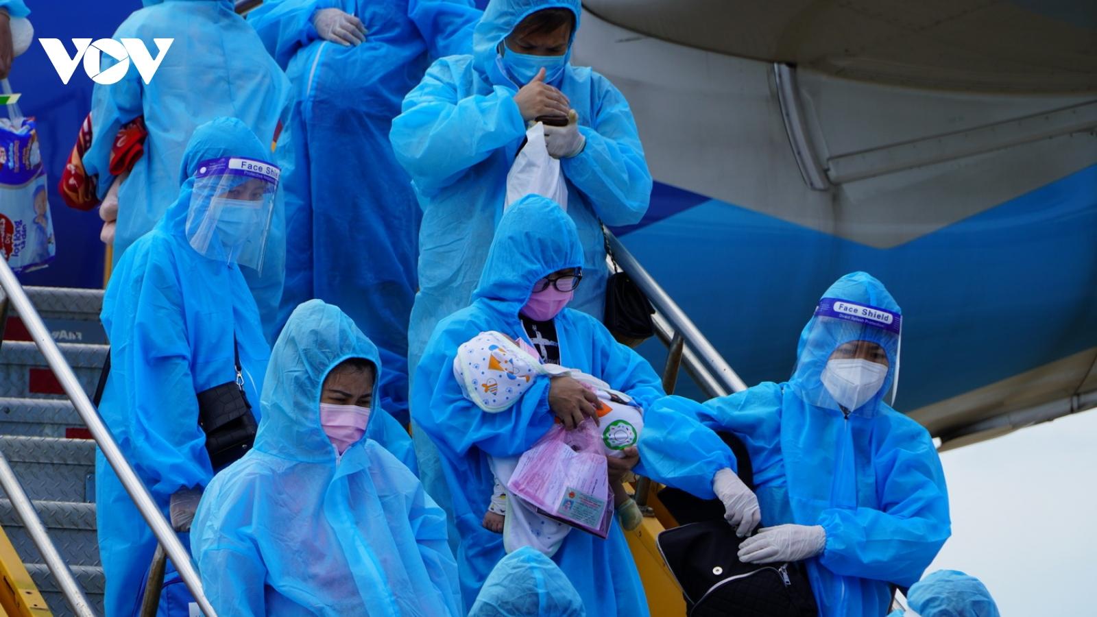Quảng Bình đón gần 400 phụ nữ mang thai, trẻ em từ các tỉnh phía Nam về quê