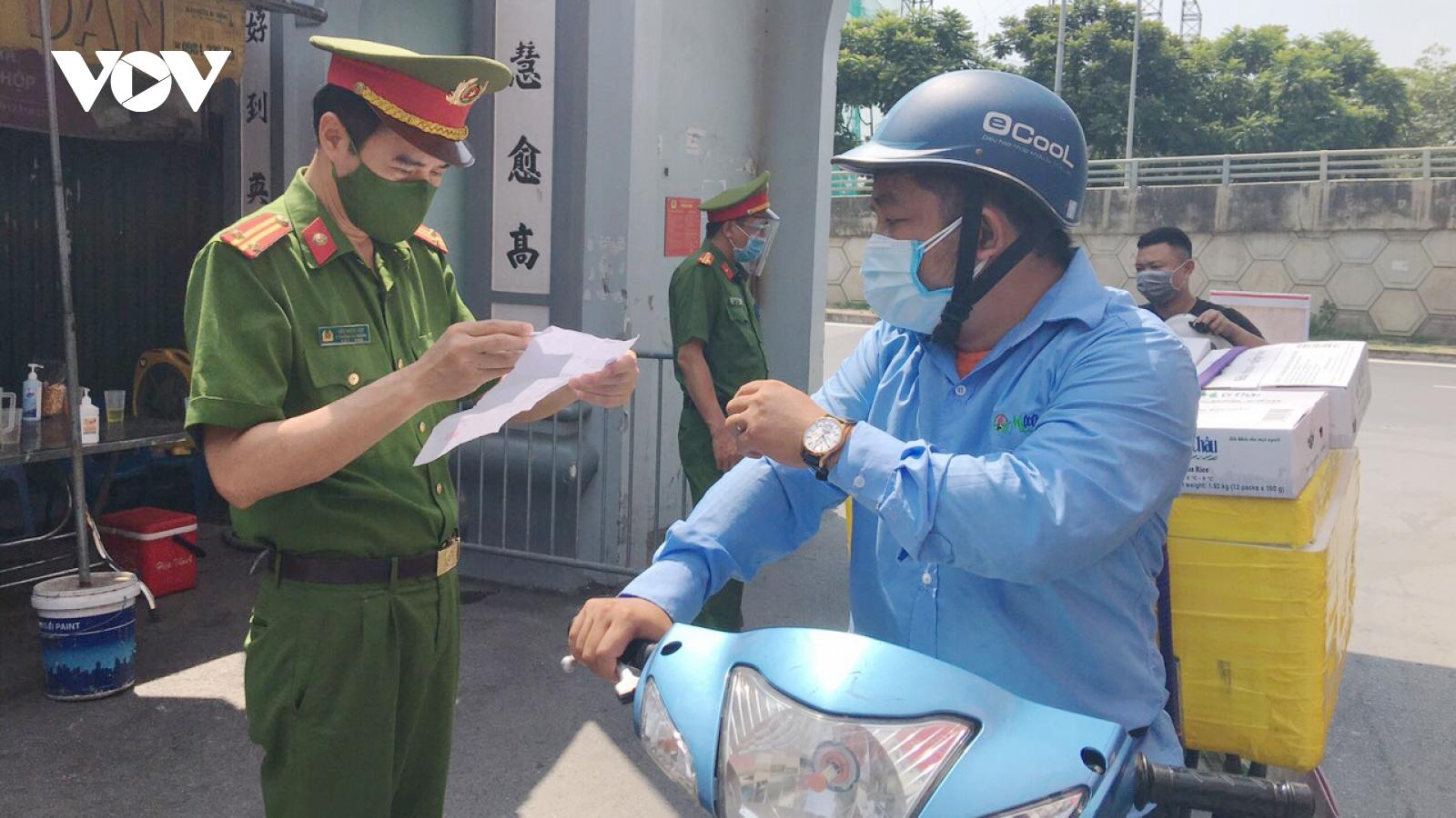 Các chốt kiểm soát tại phường, xã ở Hà Nội góp phần nâng cao ý thức người dân