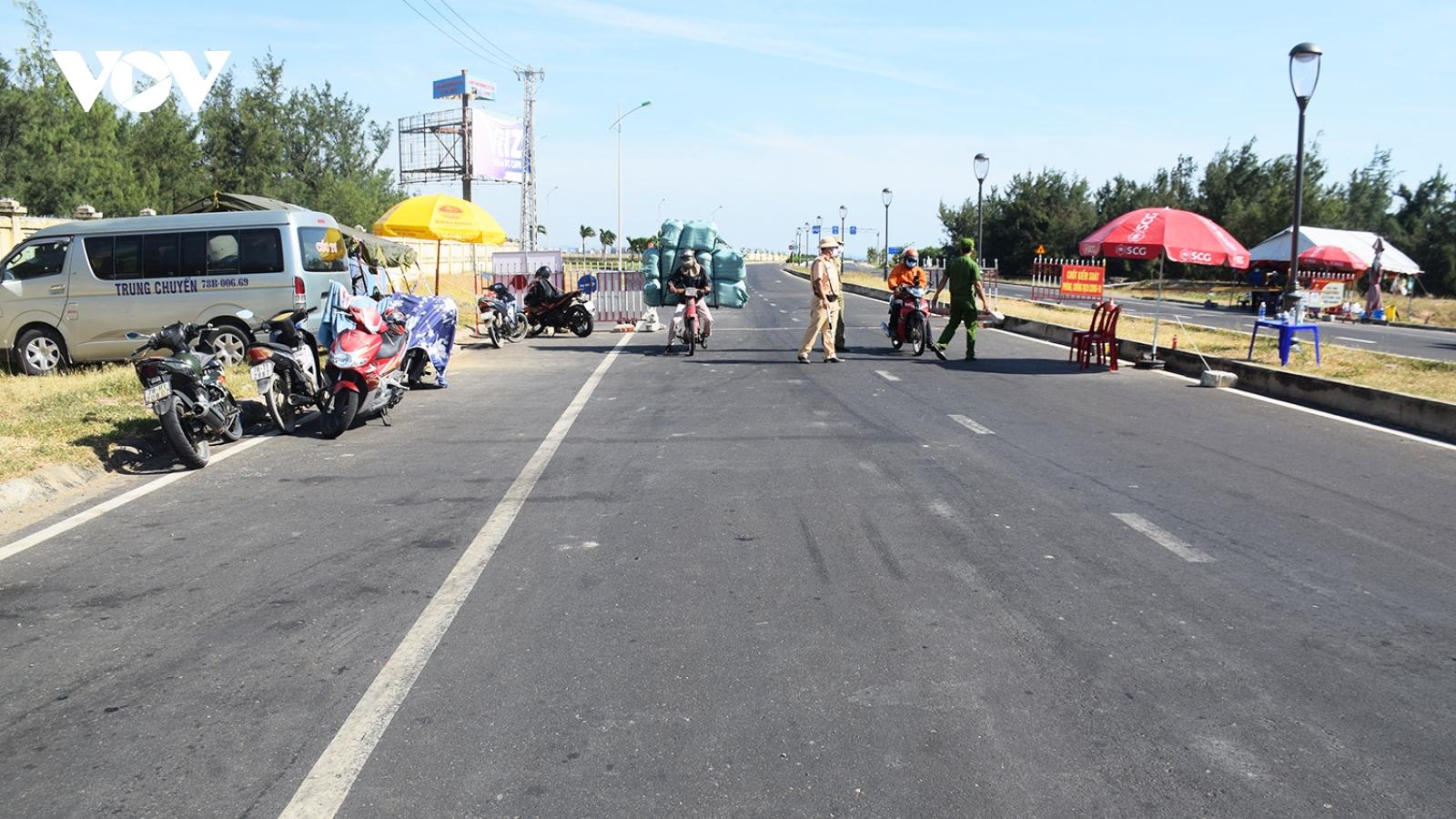 """Xác minh hai xe ô tô chở """"chui"""" 11 người từ TP.HCM về Phú Yên"""