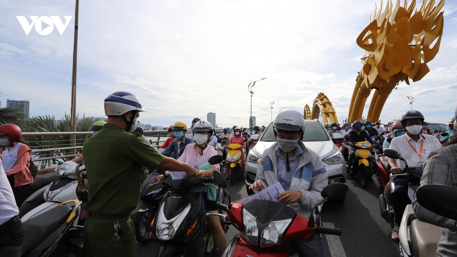 Đà Nẵng chấn chỉnh việc cấp Giấy đi đường