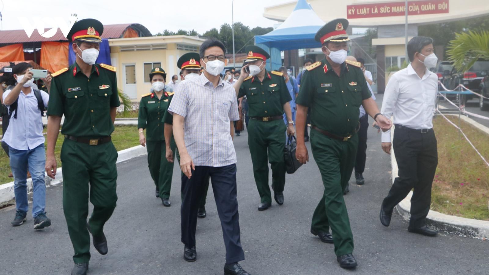 Phó Thủ tướng Vũ Đức Đamkiểm tra công tác phòng chống dịch ởBình Dương