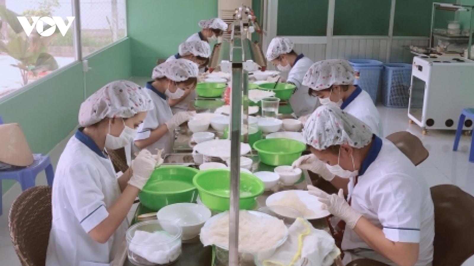 Doanh nghiệp TP.HCM đang bị động trong chuẩn bịtái sản xuất, kinh doanh