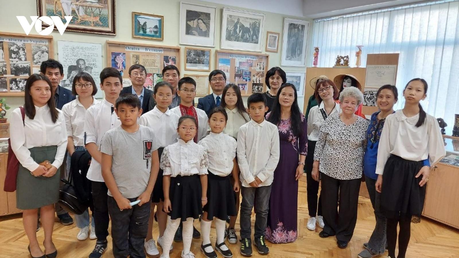 Khai giảng lớp tiếng Việt tại Ukraine