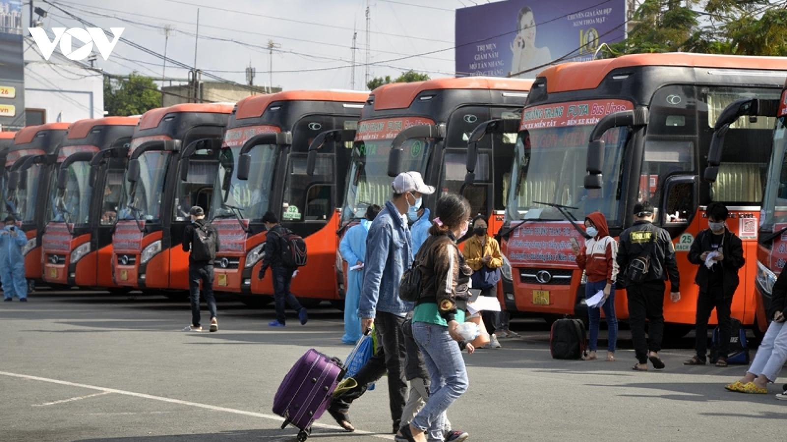 Đề xuất vẫn kiểm soát cách ly người từ TP.HCM, Long An, Bình Dương, Đồng Nai về các tỉnh