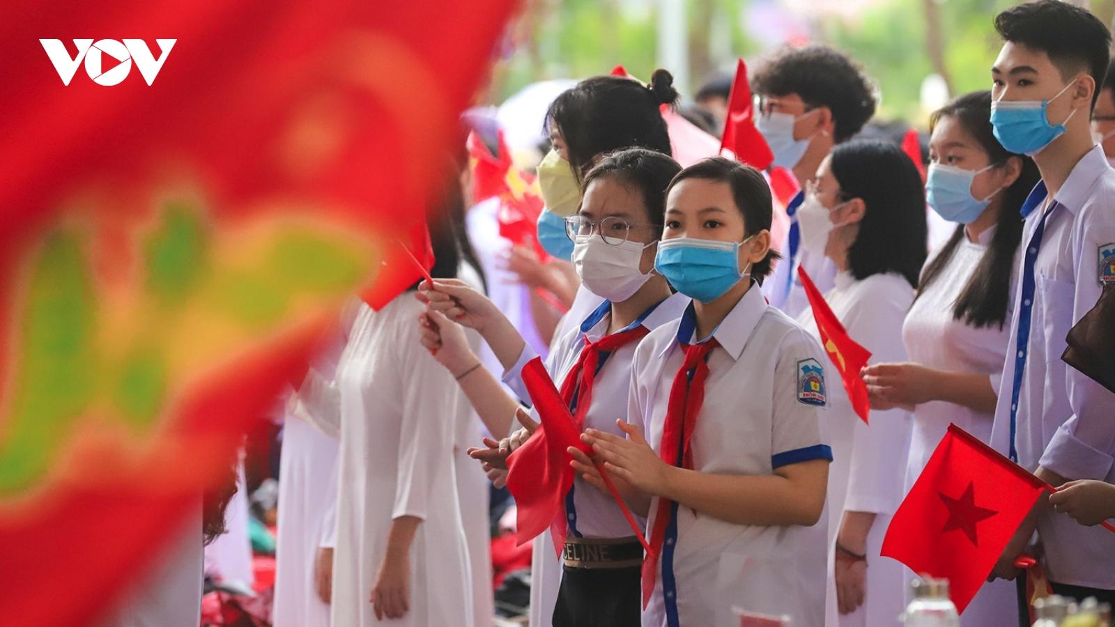 Học sinh các tỉnh Đông Bắc hân hoan đến trường trong ngày khai giảng