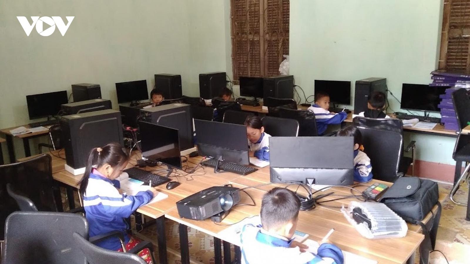 Sóng và máy tính cho em - Ước mơ của học sinh nghèo xứ Lạng