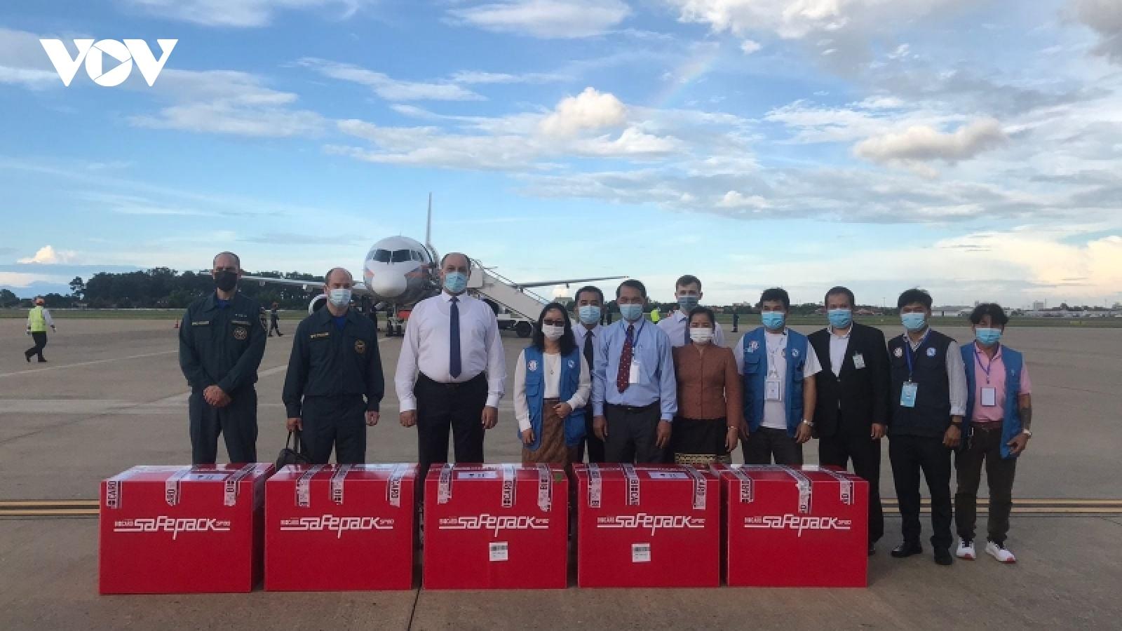 Nga viện trợ 30.000 liều vaccine Sputnik Light cho Lào