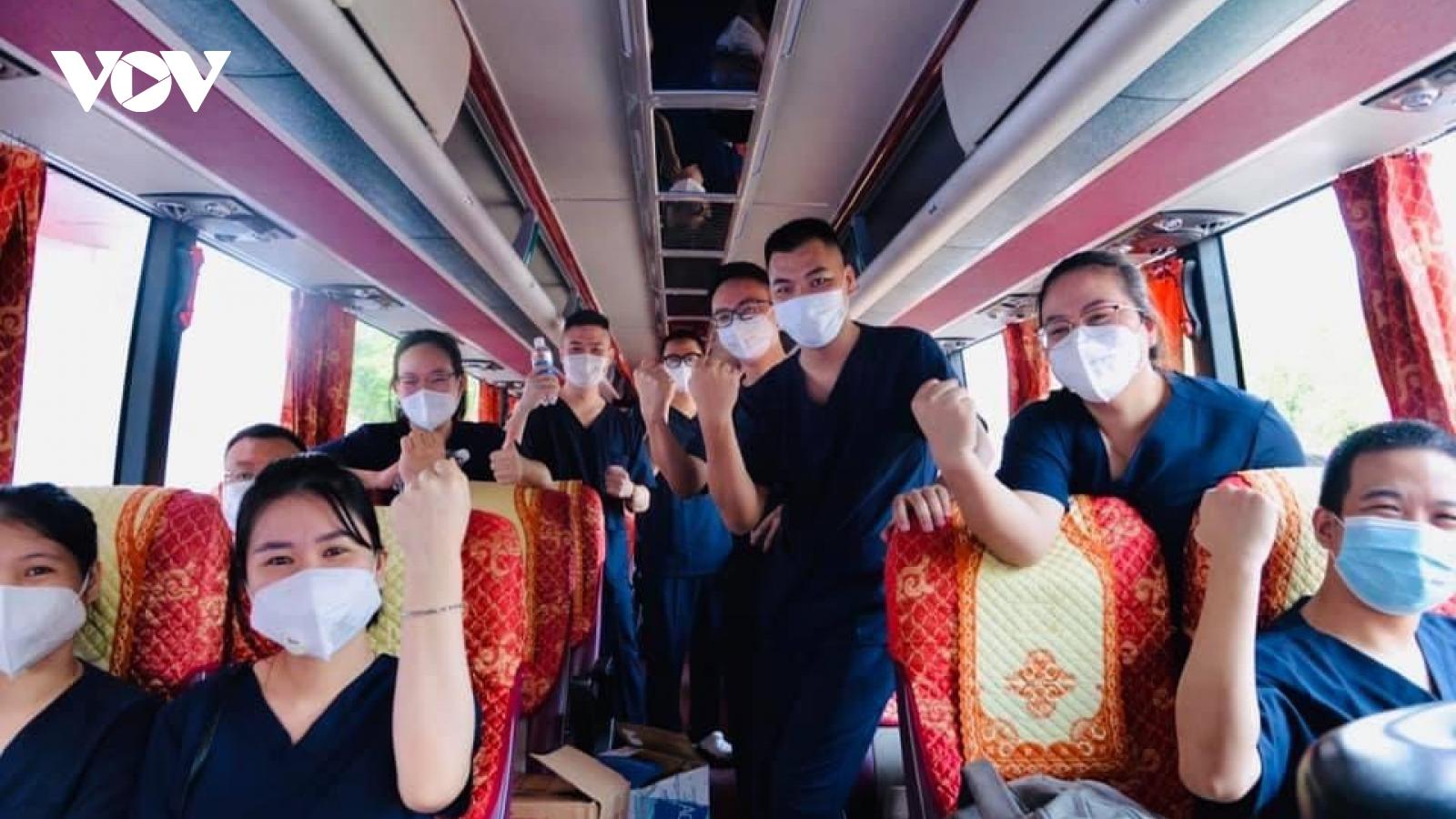 Cán bộ, nhân viên Bệnh viện Nội tiết T.Ư vào TP.HCM hỗ trợ chống dịch