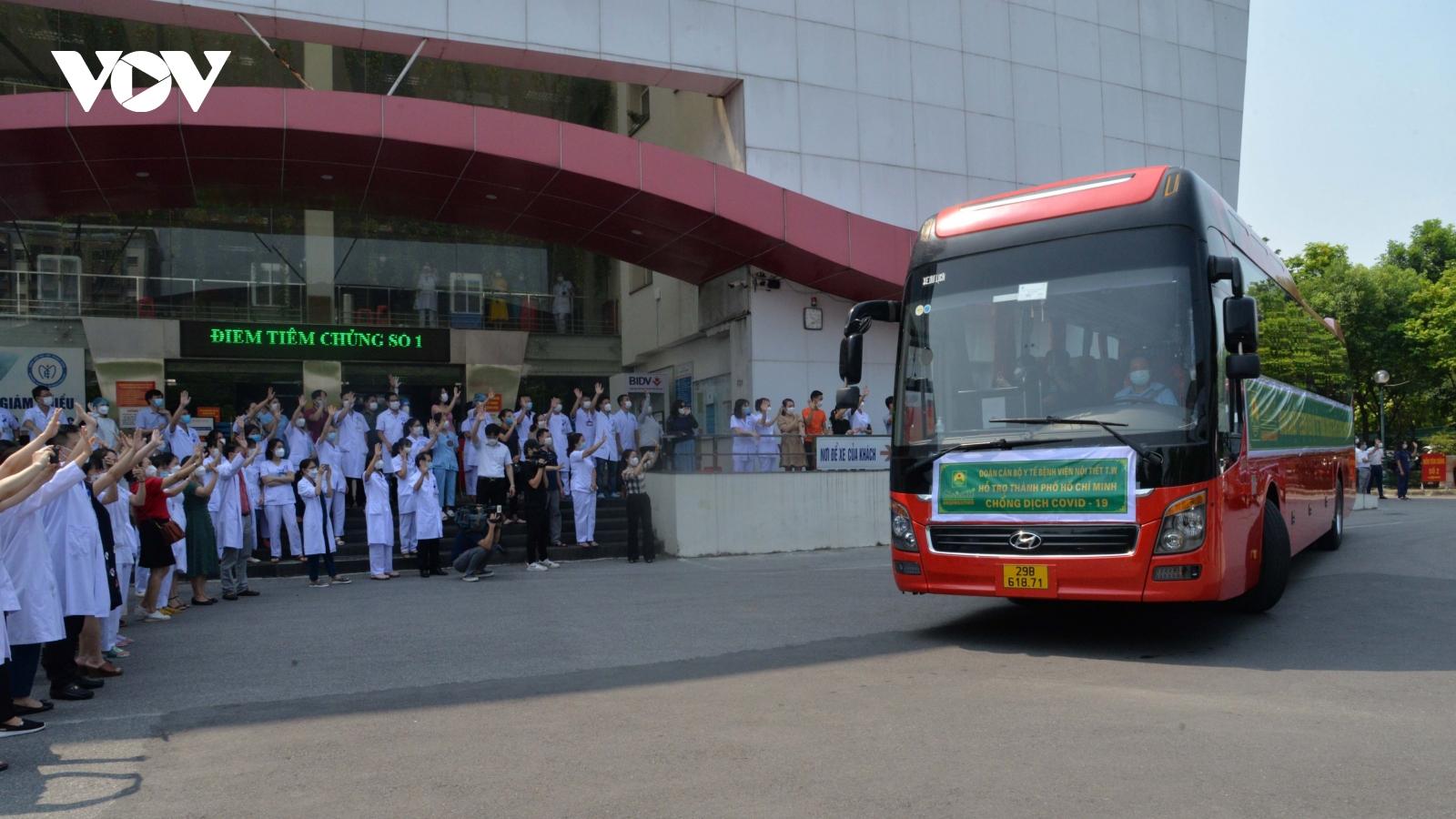Cán bộ, nhân viên Bệnh viện Nội tiết Trung ương tiếp tục vào TP.HCM hỗ trợ chống dịch