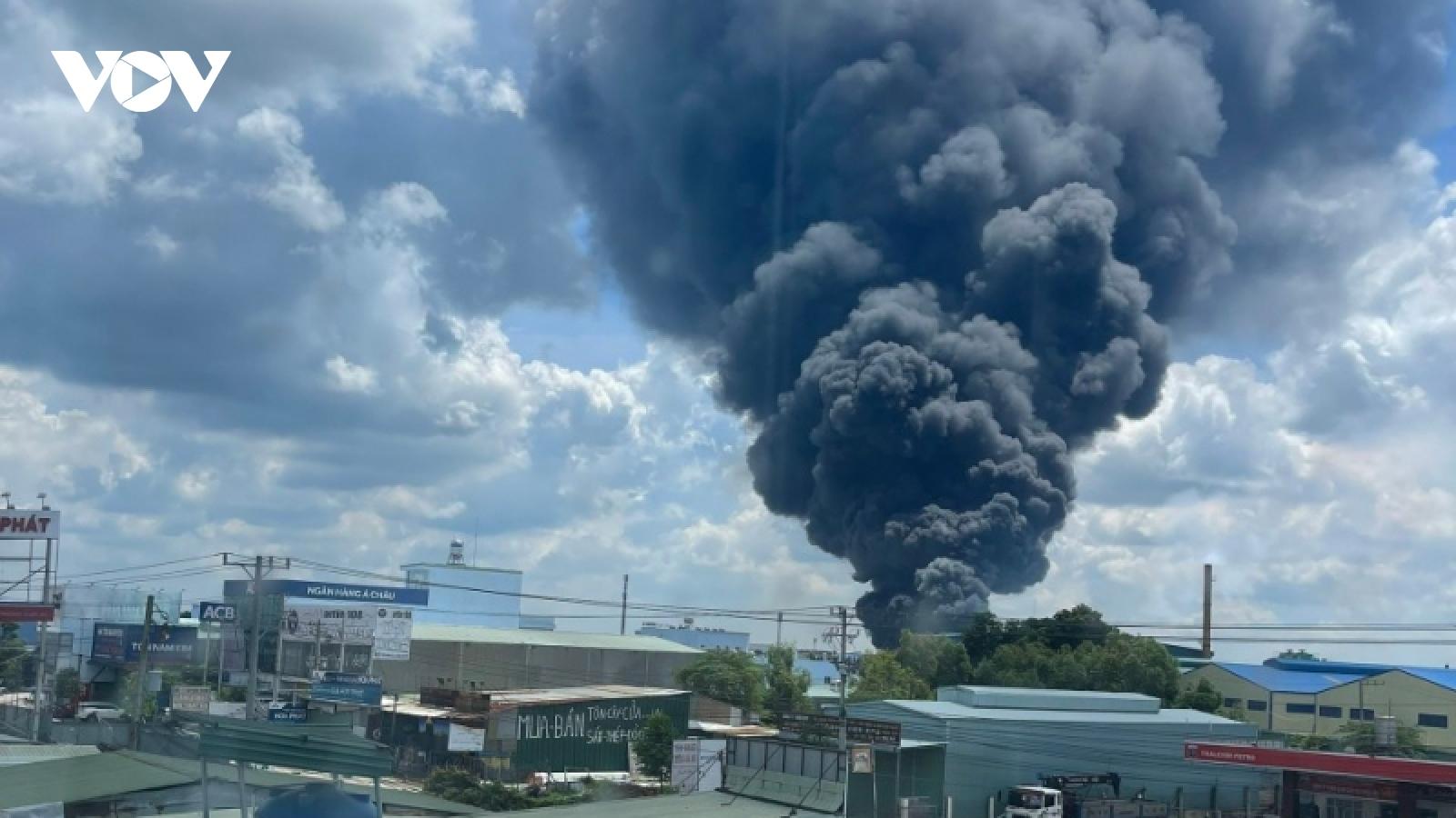 Cháy lớn tại công ty sản xuất mút xốp trong KCN ở Bình Dương