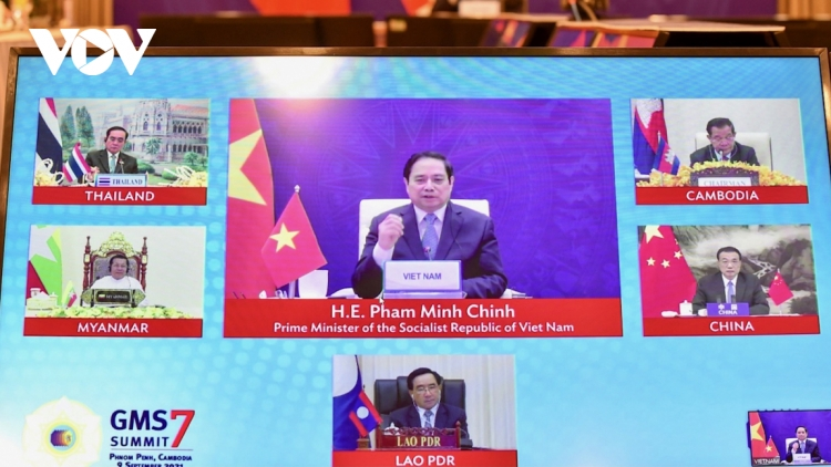PM Chinh underlines importance of effective co-operation to contain virus