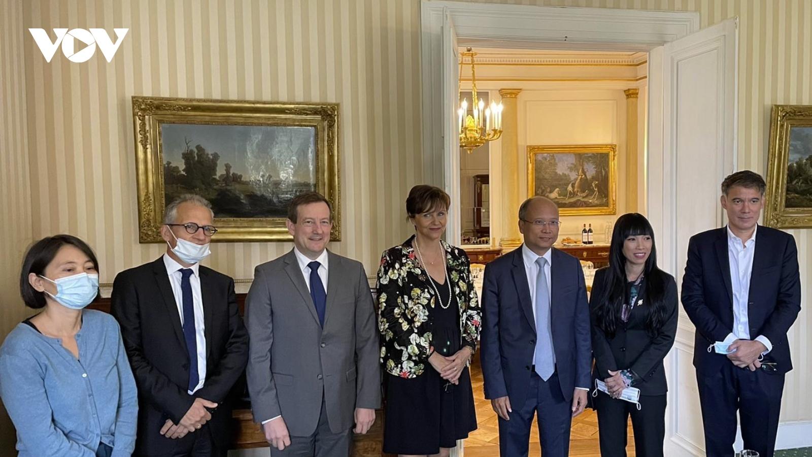 Các nghị sĩ Pháp trao đổi về việc tăng cường hợp tác với Việt Nam