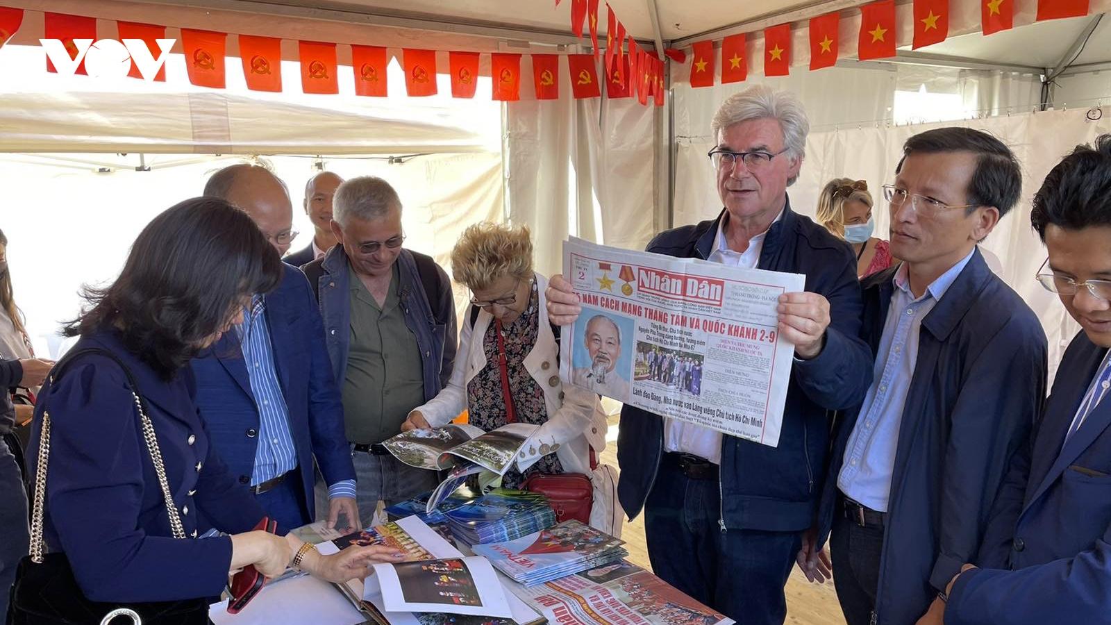Báo Nhân Dân tham dự Hội báo Nhân đạo Pháp sau 1 năm gián đoạn vì Covid-19