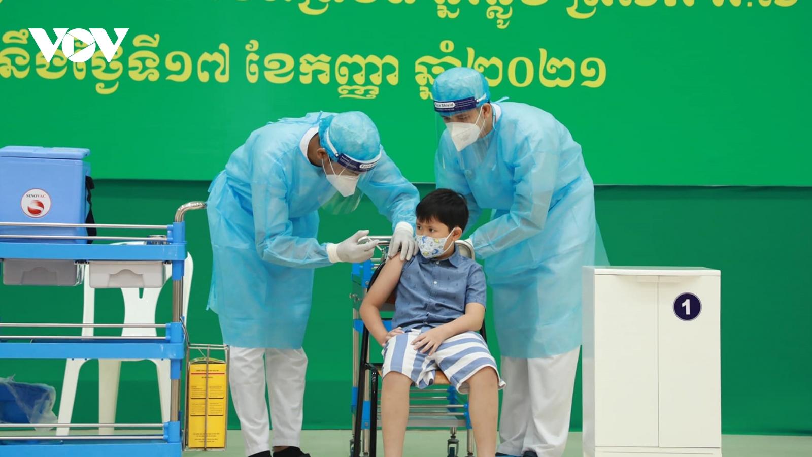 Campuchia chính thức triển khai chiến dịch tiêm vaccine Covid-19 cho trẻ từ 6-12 tuổi