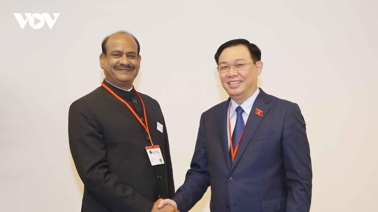 Chủ tịch Quốc hội Vương Đình Huệ hội kiến Chủ tịch Hạ viện Ấn Độ
