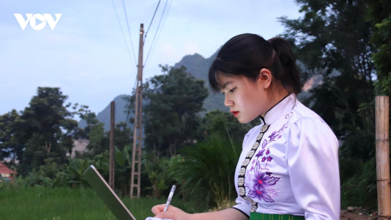 """Sinh viên tỉnh miền núi Sơn La phấn khởi khi có chương trình """"Sóng và máy tính cho em"""""""