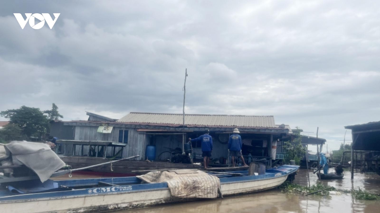 Di dời 73 nhà nổi trên sông Hậu để phòng, chống dịch Covid-19