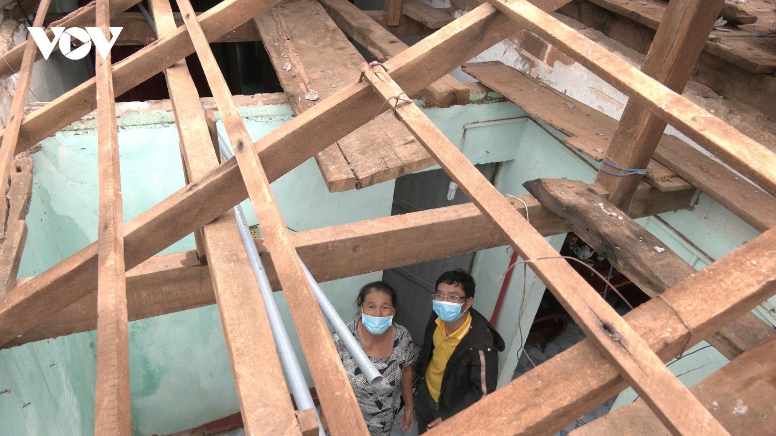 Hoàn lưu sau bão làm tốc mái 15 ngôi nhà tại đảo Lý Sơn