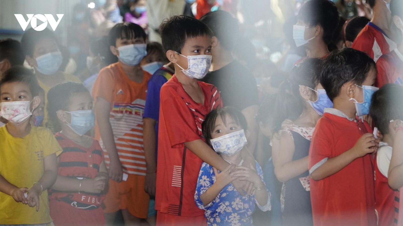 Trung thu đặc biệt cho 1.200 trẻ em mắc COVID-19 ở Bình Dương