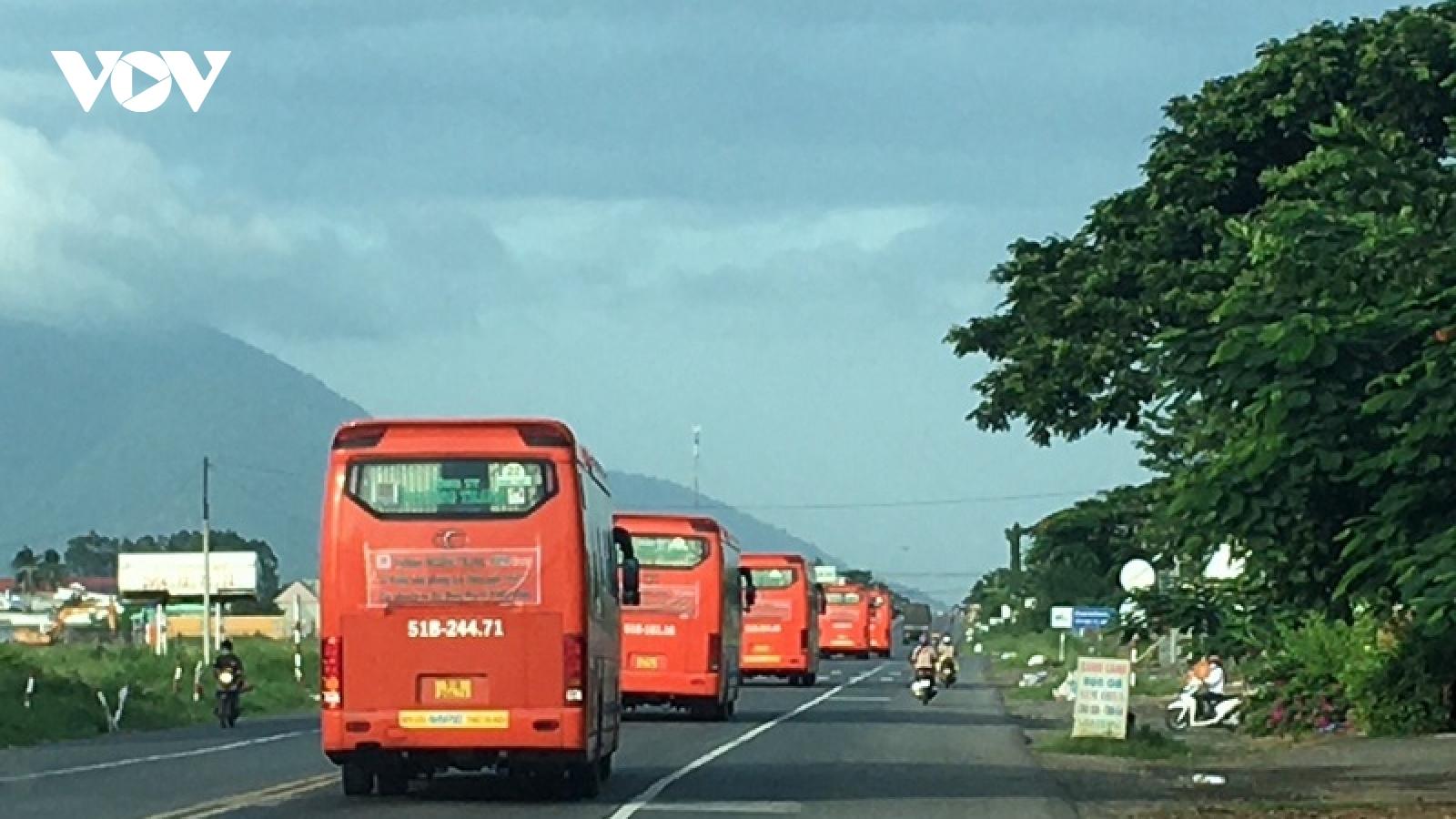 Bình Thuận đưa450 người rời tâm dịchTP.HCM vềquê
