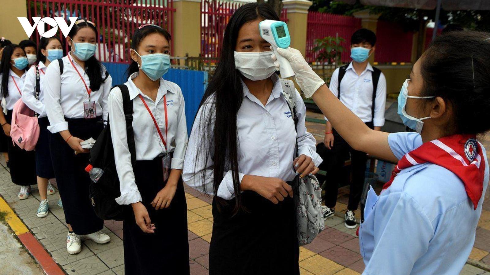Số ca mắc Covid-19 tăng trở lại khi Campuchia ra quyết định cho phép học sinh tới trường
